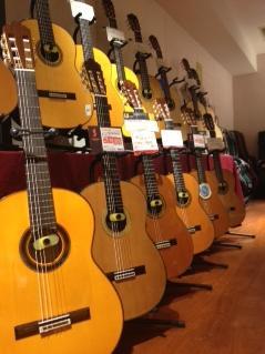 並ぶギター