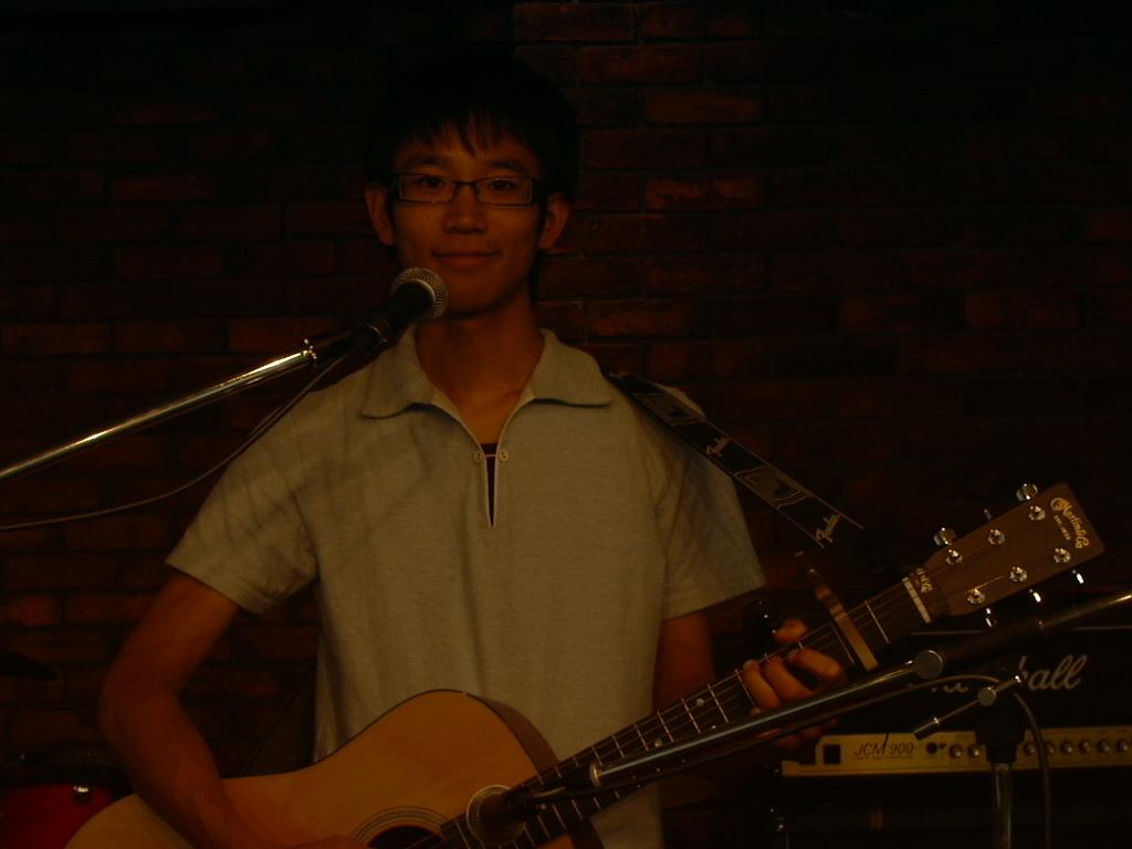 羅久井さん