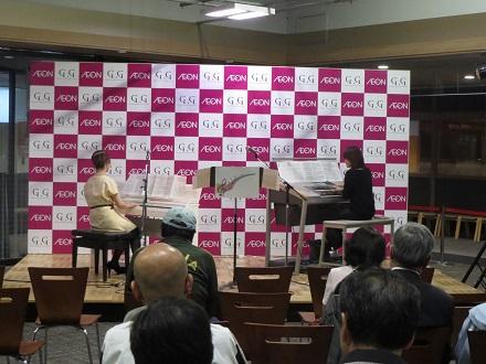 ピアノインストラクター松本とエレクトーンインストラクター大島による演奏
