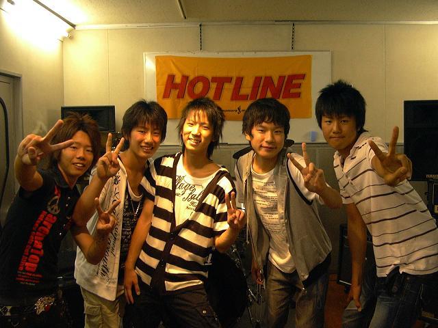 HOTLINE0802004.jpg