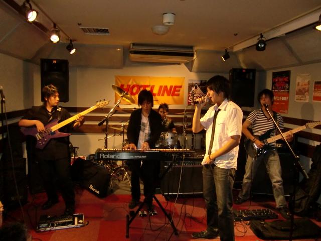 8月23(日) HOTLINE 川口グリーンシティ店ライブ 「IXIA」