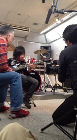 キッズギタリストのkeijiくんが毎日放送の番組の取材
