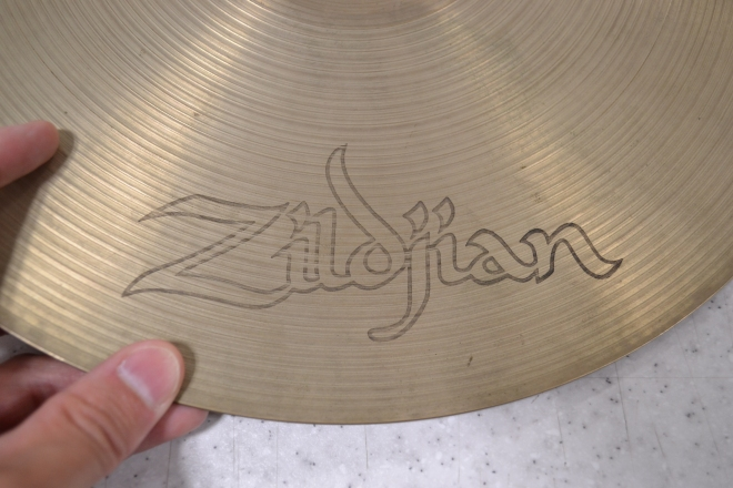 Zilldjian 白抜きロゴ
