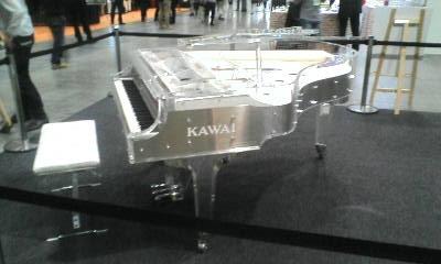X-JAPAN YOSHIKIさんモデルのKAWAI クリスタルピアノ