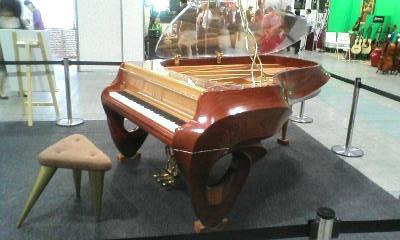 空・・・飛べそうです・・・ヤマハ 特注グランドピアノ(非売品)