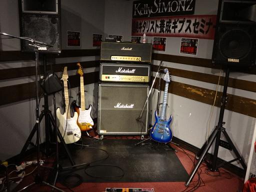 ケリー・サイモンさんセミナー島村楽器松本店。ケリーさんのギターコンバットと2本と、フジゲン。アンプはマーシャルを使用。