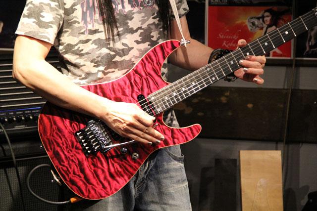 ギターもピンク