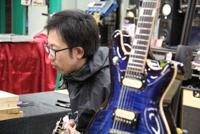 T's Guitarsブースでの調整会