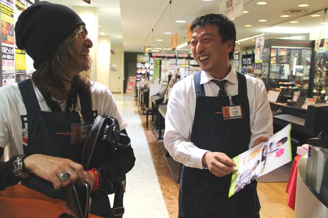 SHARAさんとギター担当太田