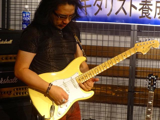 YJMギターに・・・