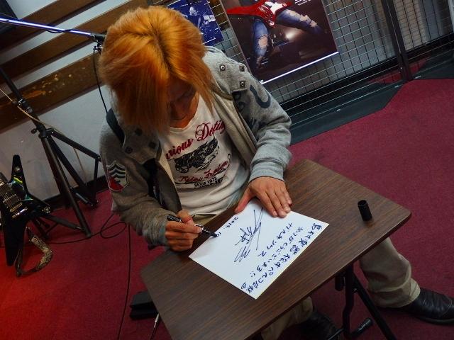 島村楽器松本パルコ店 Syuギタークリニック Syuさんにサインいただきました