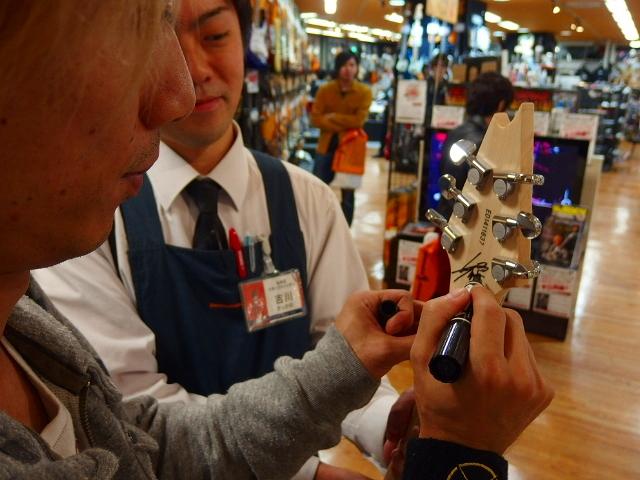 島村楽器松本パルコ店 Syuギタークリニック Syuさんにサインいただきました②