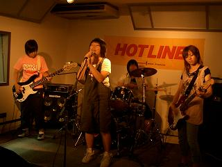 20060814-060813HOTLINELIVE006featneko.JPG