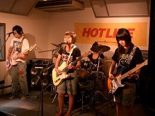 20060814-060813HOTLINELIVE024syasya.JPG