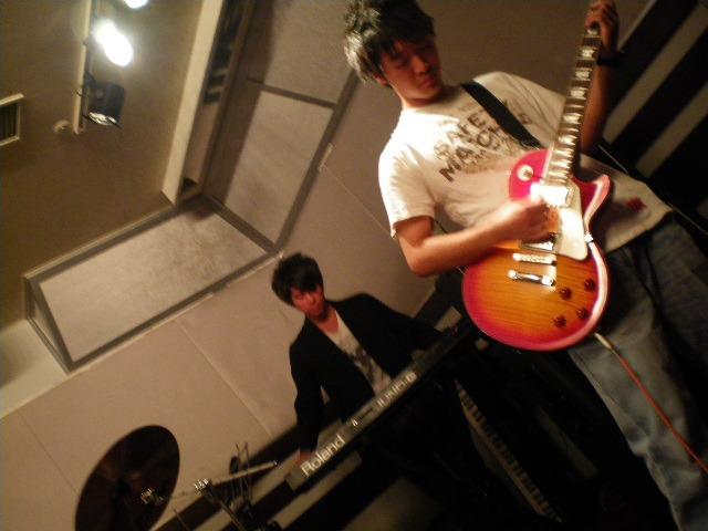 クールに決めるギター&キーボード!