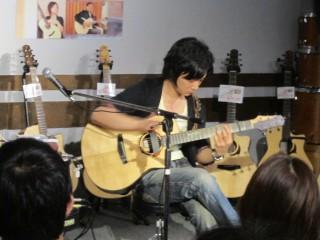 島村楽器イオンモール鈴鹿店アコースティックマンへの道松井祐貴ソロギターライブ