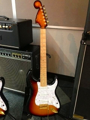 ケリーサイモン氏 ギター2