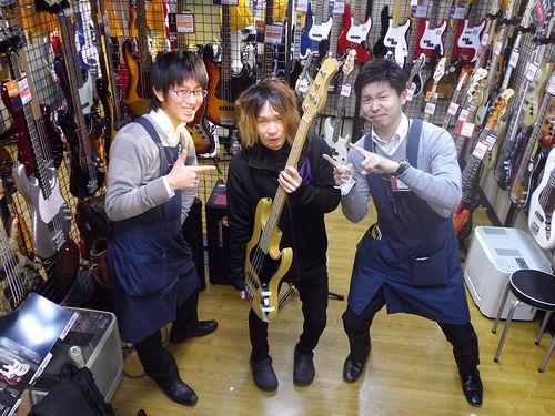 西村さんとMV4とベース店員