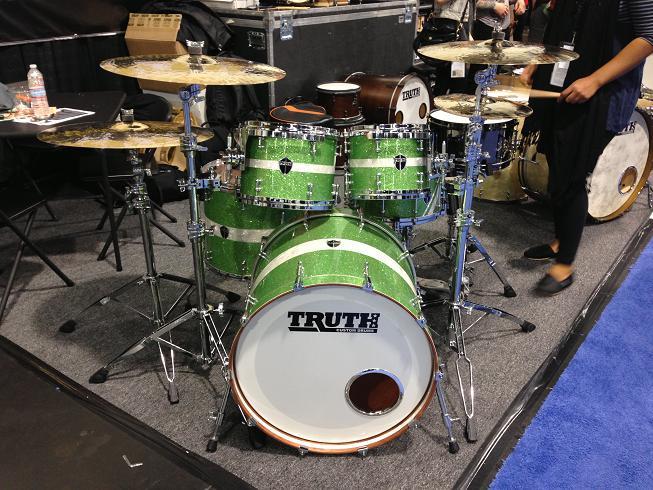 NAMM ShowのTruth Custom Drumsのブース