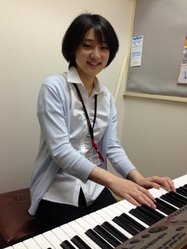 ピアノインストラクター 村上友巴