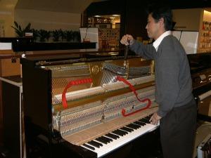 ピアノ調整の様子