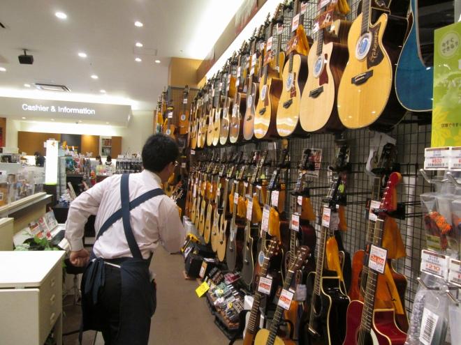 アコギも気になるが、今はギターシンセに集中だ!