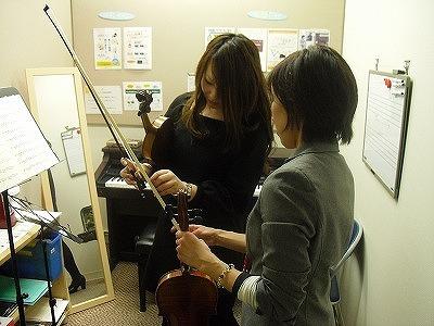 ヴァイオリンインストラクター 伊規須