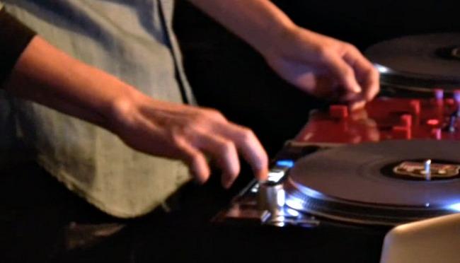 DJ WOODY MEETS RELOOP RP-8000