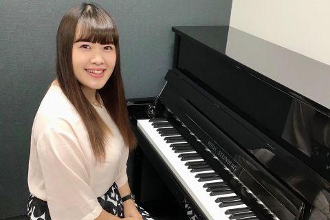 スタッフ写真ピアノインストラクター矢野