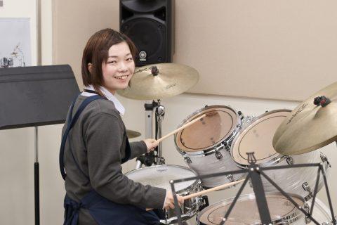 スタッフ写真ドラム担当松本