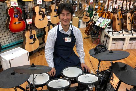 スタッフ写真ドラムアドバイザー・ドラム・パーカッション・アンプ・エフェクター・シマレコ吉尾