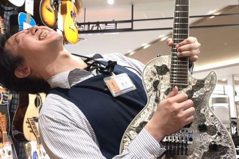 スタッフ写真店長・ギター金沢