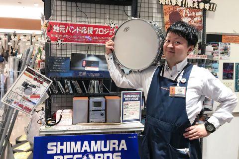 スタッフ写真副店長・ドラム担当穴吹