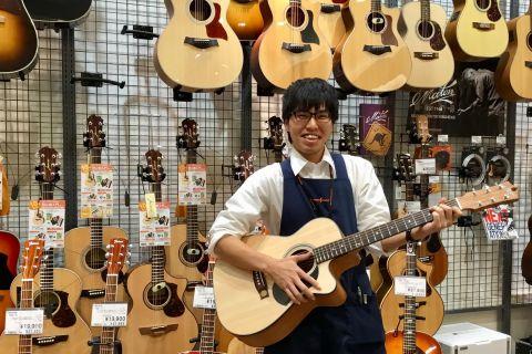 スタッフ写真アコースティックギター・ギターアクセサリー・シンセサイザー・デジタル機材・シマレコ担当中西