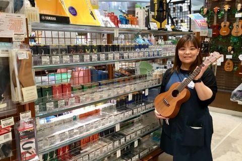 スタッフ写真管楽器アクセサリー・シマレコ担当・楽譜・ファンシー雑貨辻本