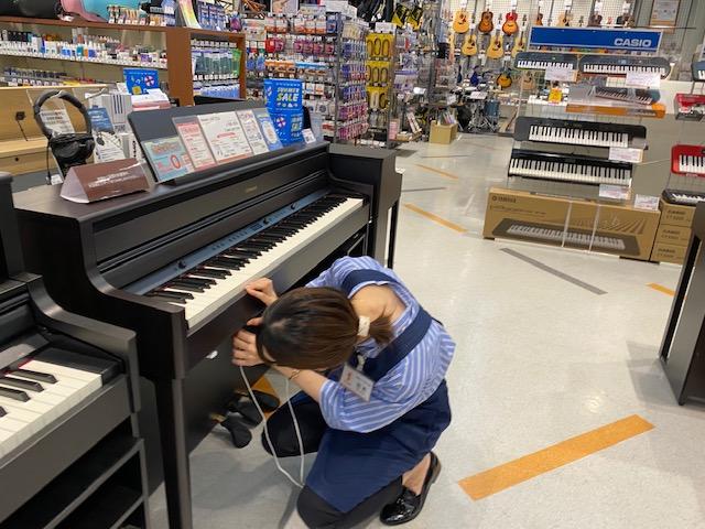 電子ピアノとヘッドホン