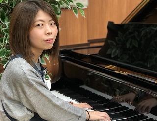スタッフ写真ピアノ、弦楽器、音楽教室山本