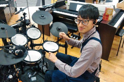 スタッフ写真ドラムアドバイザー ドラム ウクレレ 管楽器山本