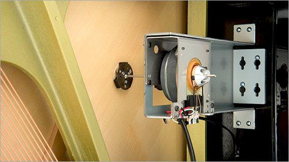 電子音の信号を振動に変えるトランスデューサー