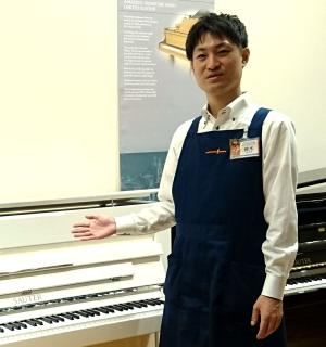 スタッフ写真ピアノシニアアドバイザー・防音アドバイザー<br>(ピアノ/電子ピアノ/防音担当)鈴木