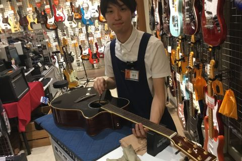 スタッフ写真ギターメンテナンス関連鶴岡