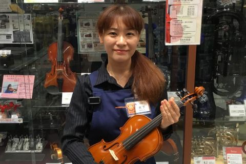 スタッフ写真ヴァイオリン 担当木下