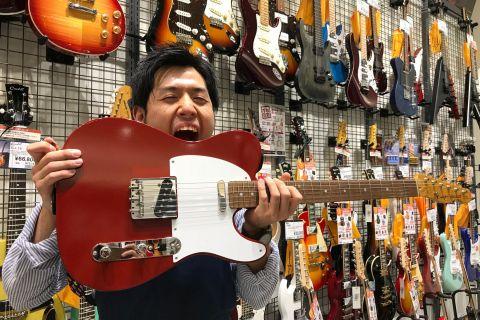 スタッフ写真エレキギター・アコースティックギター・ギターアクセサリー・アンプ田中