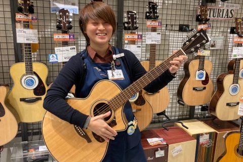 スタッフ写真副店長・音楽教室、管楽器アドバイザー・アコースティックギター担当伊藤