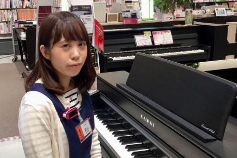 スタッフ写真ピアノアドバイザー・電子ピアノ・キーボード・キーボードアクセサリー・楽譜・音楽雑貨 担当森山