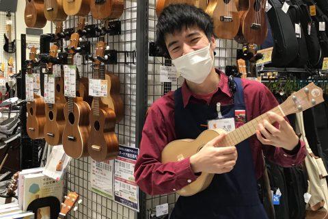 スタッフ写真ドラム・ウクレレ 担当大田