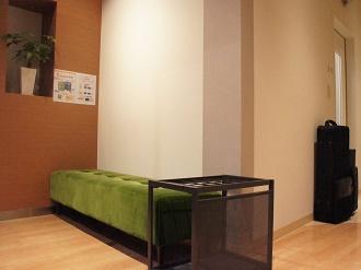 モダンなグリーンのソファーがポイントです