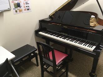 YAMAHAのグランドピアノを使ってレッスンします