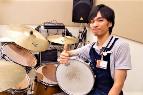 スタッフ写真アコースティックギター・ドラム・デジタル松井