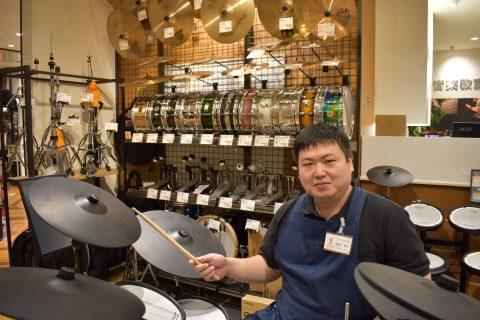 スタッフ写真ドラム・エレキベース・アンプ坂田龍吉